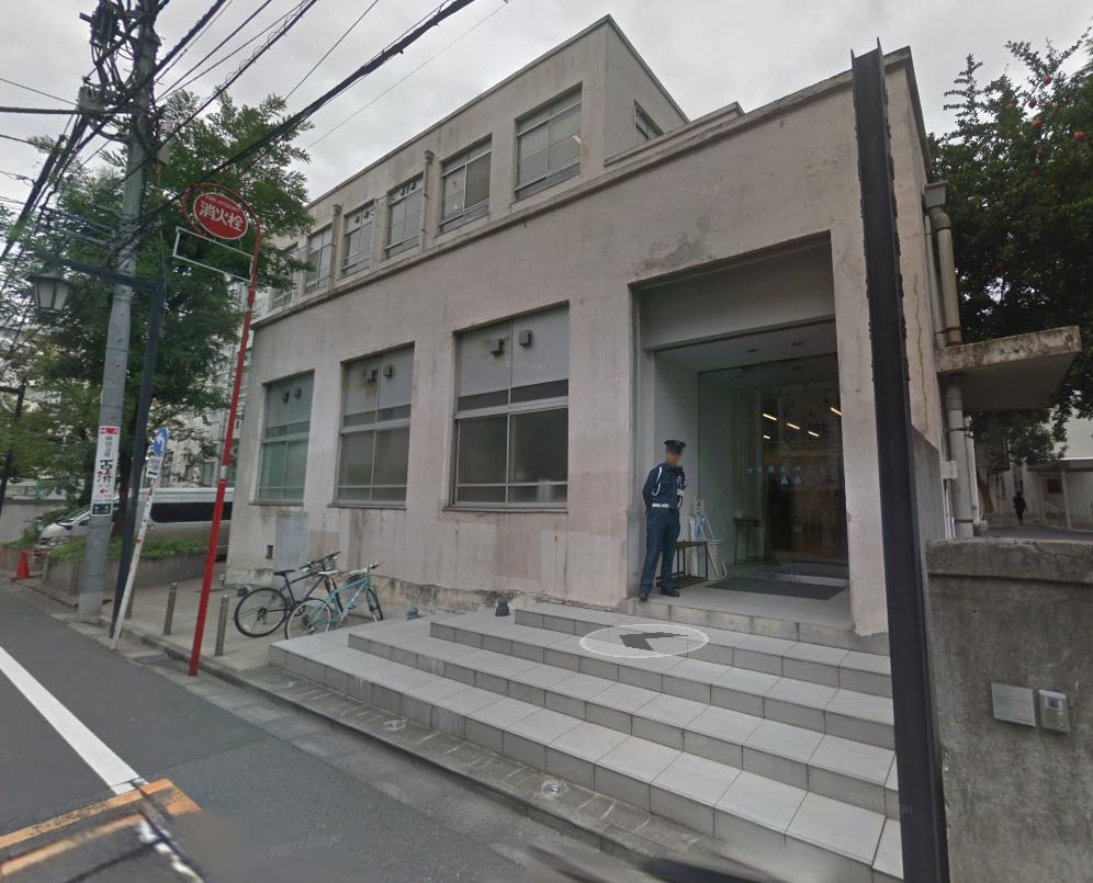 吉本 本社 新宿 外観 小学校